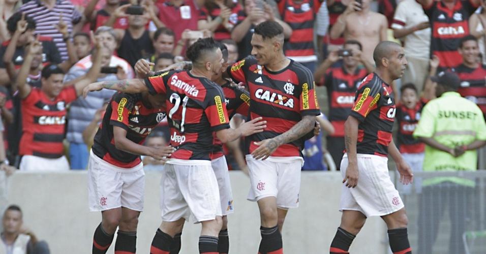 Jogadores do Flamengo comemoram gol contra o Santos pelo Brasileirão
