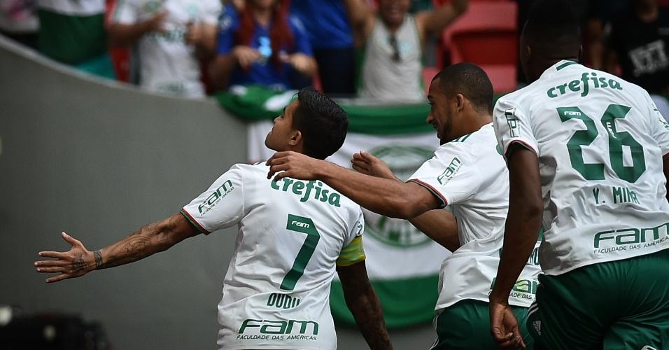 Dudu festeja ao marcar para o Palmeiras contra o Fluminense