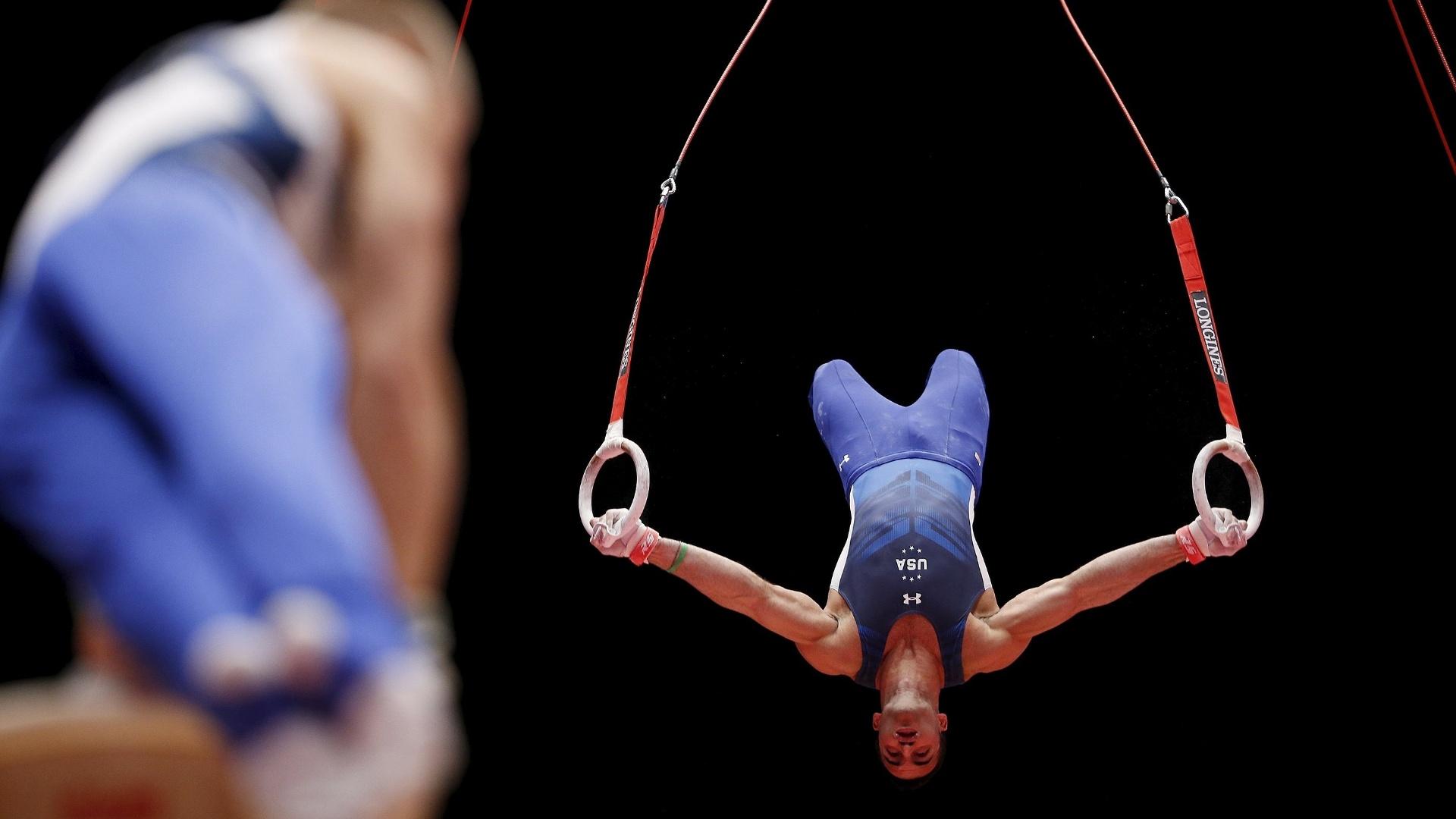Danell Leyva, dos EUA, se apresenta na argolas na eliminatória do Mundial de ginástica artística