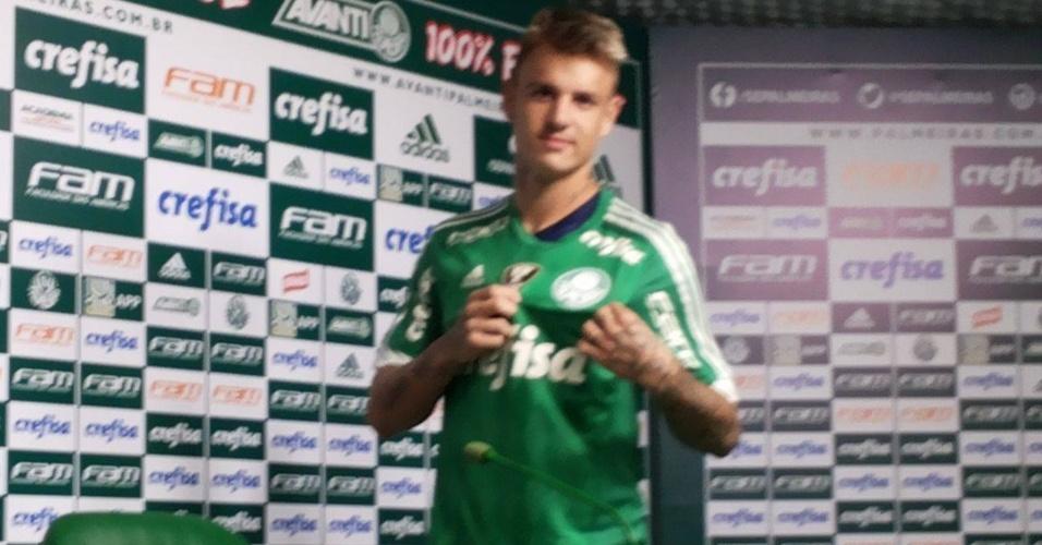 Roger Guedes, atacante de 19 anos, é apresentado no Palmeiras