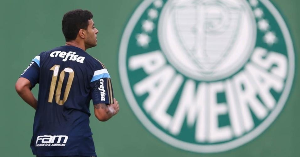 Cleiton Xavier realiza treino físico na Academia de Futebol do Palmeiras