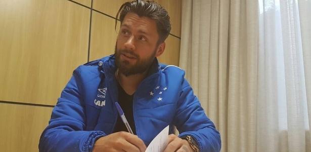 S�bis assina com Cruzeiro e ser� apresentado no Mineir�o diante da torcida