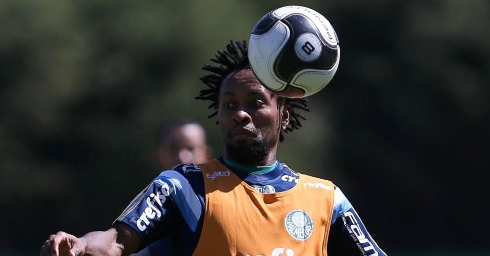 Zé Roberto em ação no treino do Palmeiras na Academia de Futebol