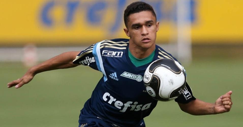 Erik em ação em treino do Palmeiras na Academia de Futebol