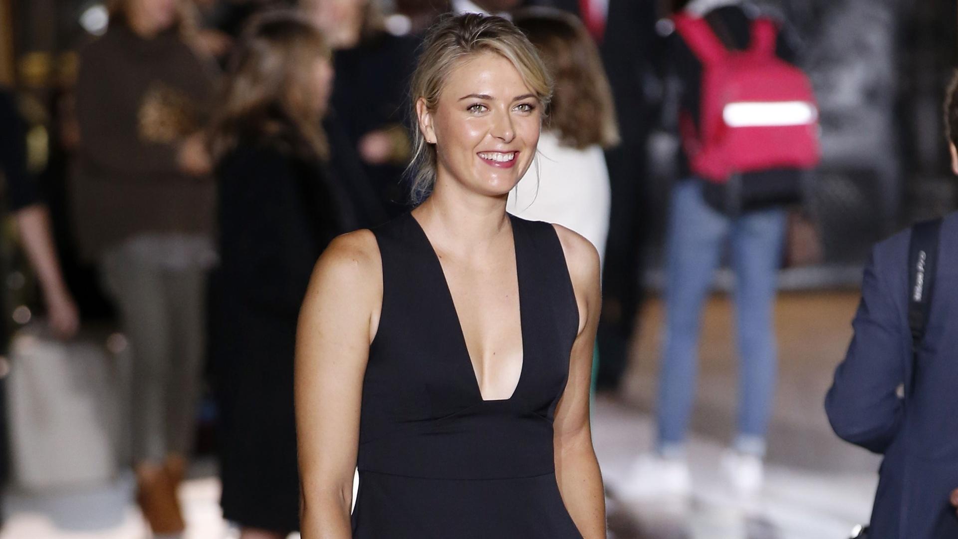 Sharapova marcou presença em um desfile de moda na França