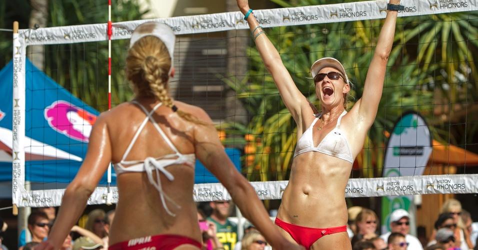2013 - As americanas Kerri Walsh e April Ross também adotam modelos curtos