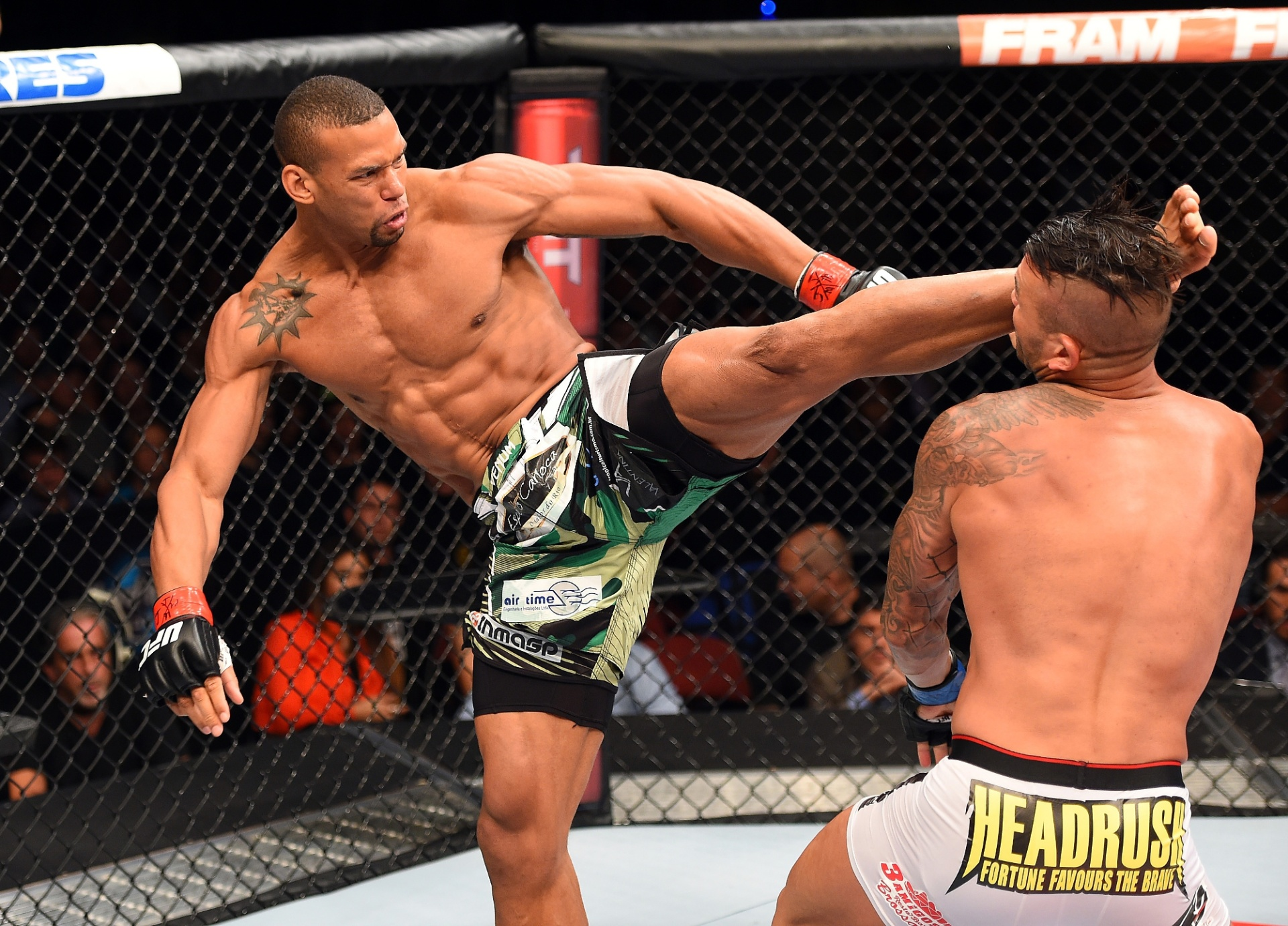 Thiago Marreta nocauteia Steve Bosse com chute alto, e garante a vitória no UFC: Machida x Romero