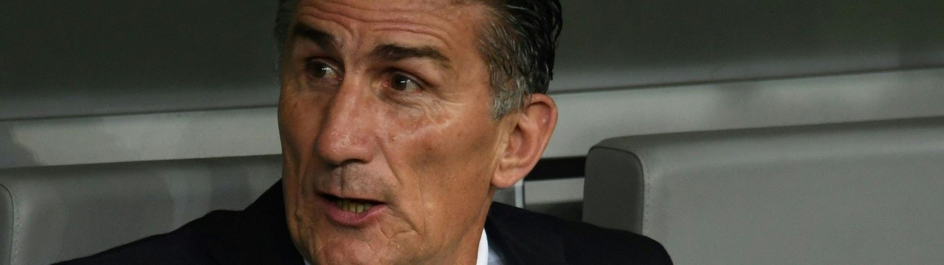 Edgardo Bauza chega pressionado para duelo contra o Brasil