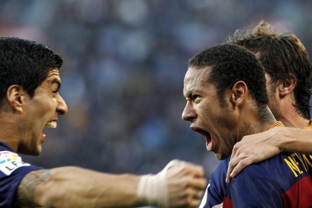 Suárez e Neymar comemoram gol do atacante brasileiro no duelo do Barcelona contra o Villarreal
