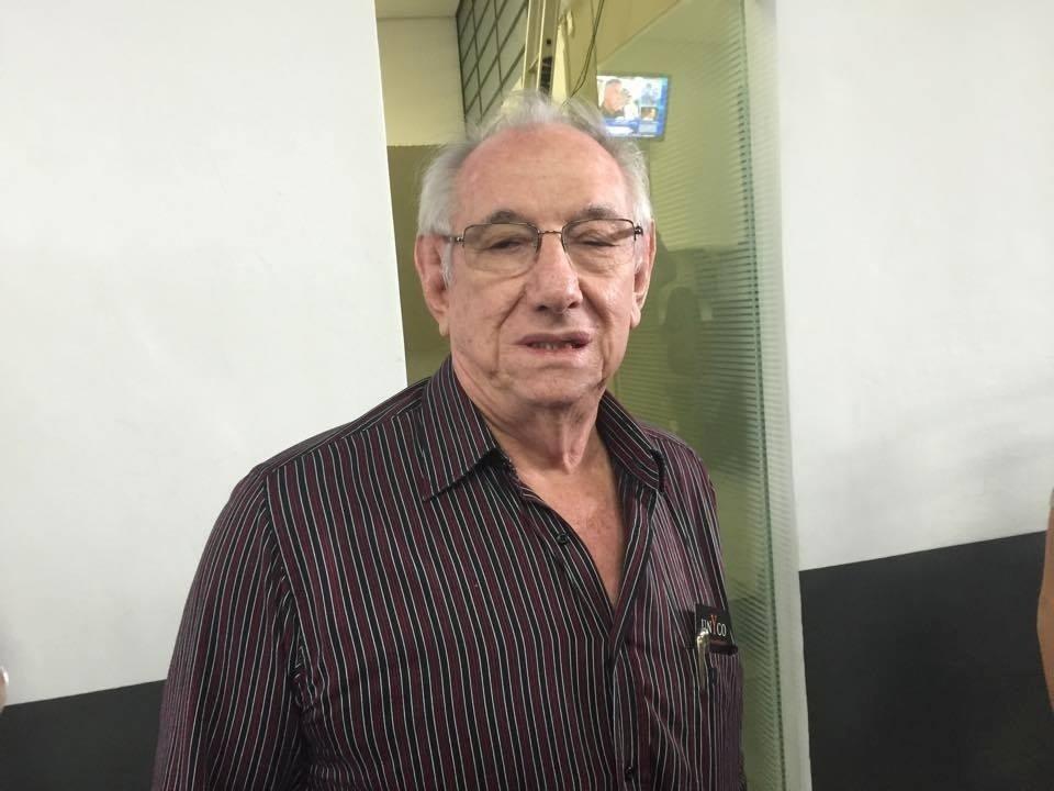 Eurydes Ceni, pai de Rogério, minutos antes do jogo de despedida do filho