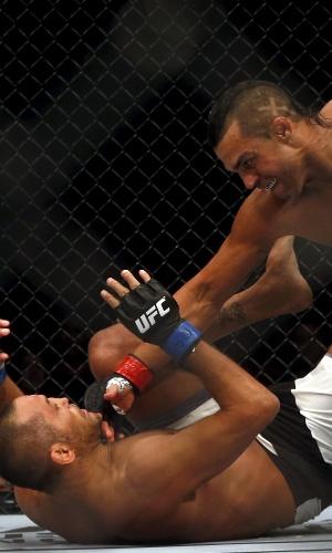 Belfort foi o primeiro lutador a nocautear Dan Henderson dentro do octógono