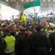 Torcida faz festa no aeroporto para Atlético Nacional em ida para o Japão