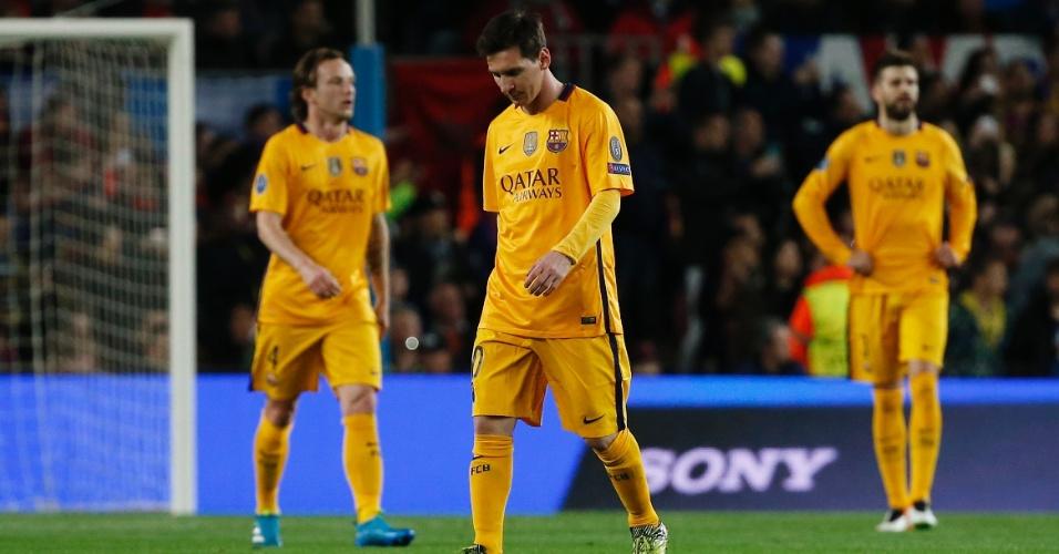 Lionel Messi fica cabisbaixo após gol do Atlético de Madri contra o Barcelona pela Liga dos Campeões