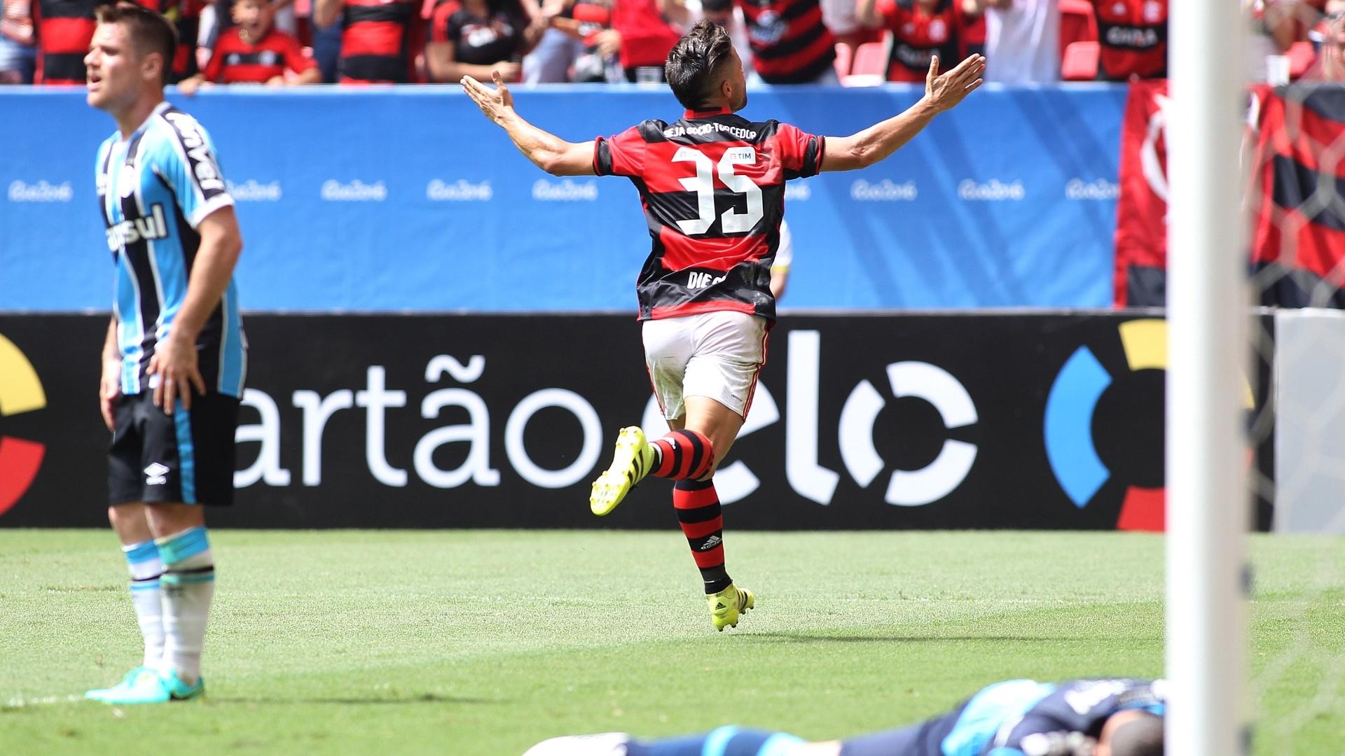 Diego comemora o primeiro gol pelo Flamengo na vitória por 2 a 1 sobre o Grêmio