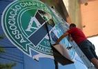 Empresa de faixas e adesivos atende febre de homenagens e lucra em Chapecó