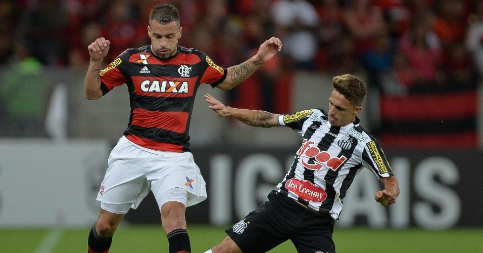 Neto Berola dá carrinho para desarmar Canteros no jogo entre Flamengo e Santos