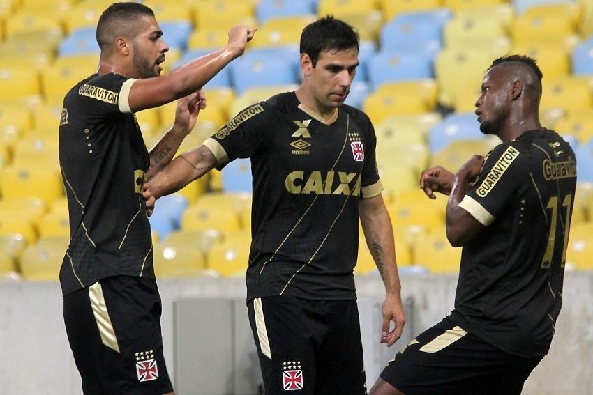 Riascos comemora gol no São Paulo, pela Copa do Brasil
