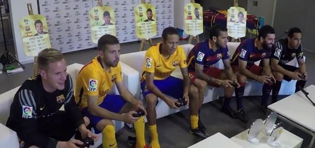 Neymar e Dani Alves se enfrentam em partida de Fifa
