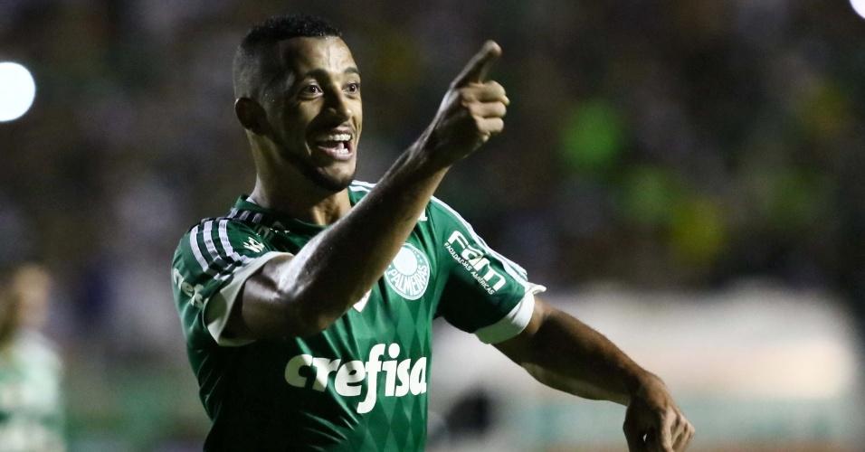 Vitor Hugo comemora o seu gol pelo Palmeiras contra o XV de Piracicaba
