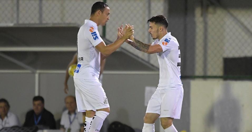 Zeca marca e festeja gol do Santos com Ricardo Oliveira