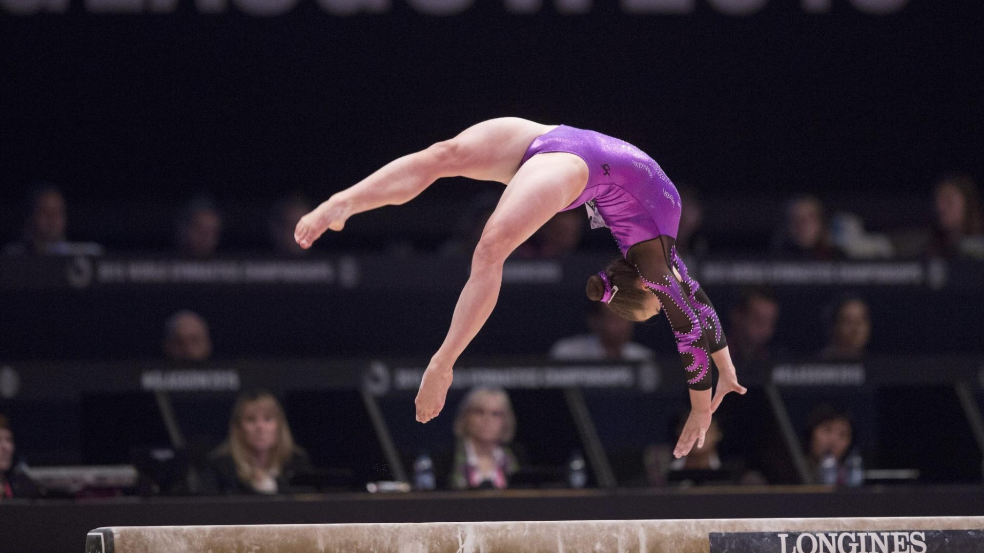 Madeline Leydin, da Austrália, durante sua apresentação na trave, na eliminatória do Mundial de ginástica em Glasgow, na Escócia