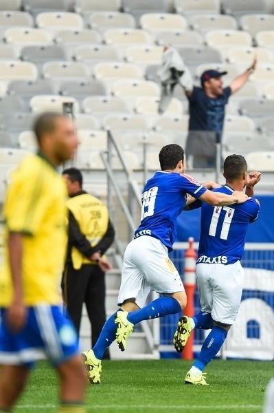 Alisson comemora o seu gol pelo Cruzeiro, contra o Palmeiras, no Campeonato Brasileiro