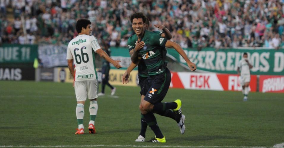 Jogadores da Chapecoense comemoram gol contra o Palmeiras no Campeonato Brasileiro