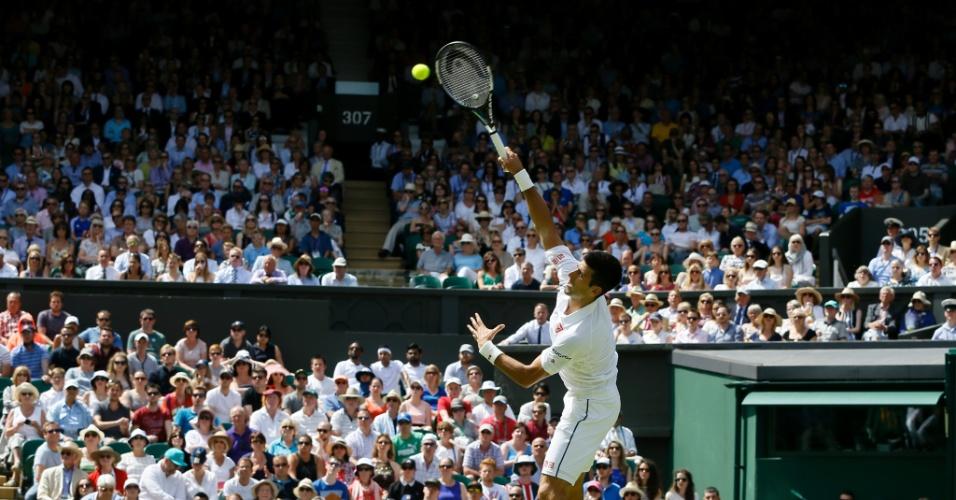 Novak Djokovic em ação, em Wimbledon