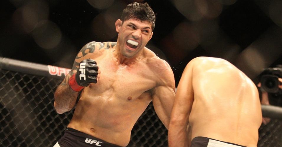 Na terceira luta da noite, Viscardi Andrade encarou o russo Gasan Umalatov, pelos meio-médios