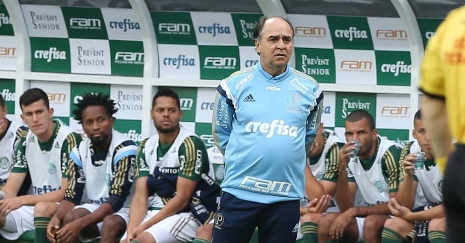 Marcelo Oliveira observa a partida entre Palmeiras e São Paulo no Allianz Parque (28/06)