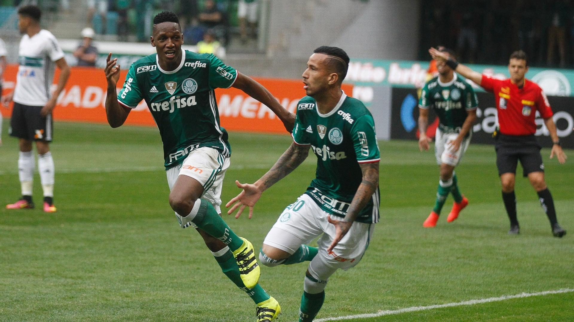 Leandro Pereira comemora o primeiro gol do Palmeiras na vitória sobre o Coritiba