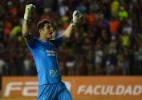 Com dores no ombro, Denis desfalca treino do São Paulo após folga dupla