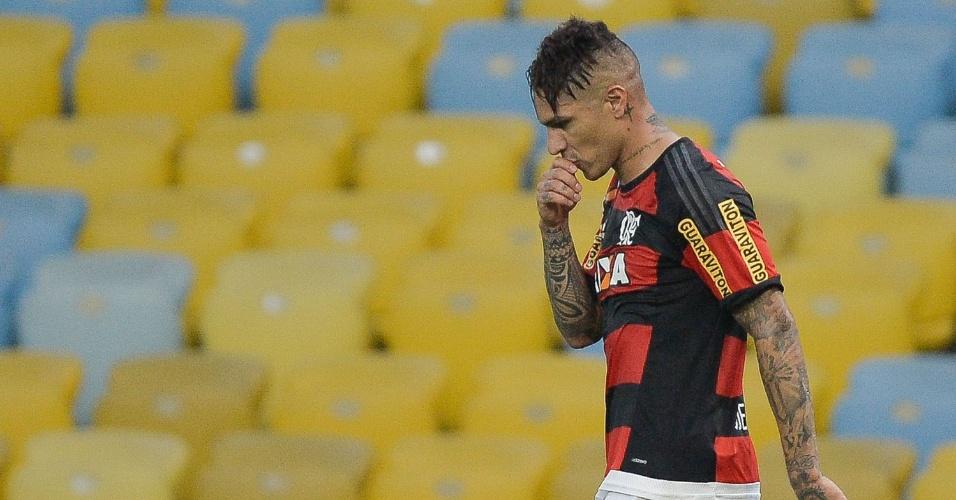 Guerrero comemora o primeiro gol marcado pelo Flamengo no Maracanã