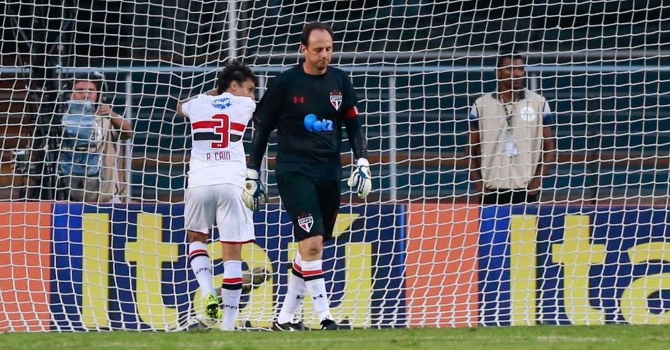 Rogério Ceni lamenta gol de Robinho após falha