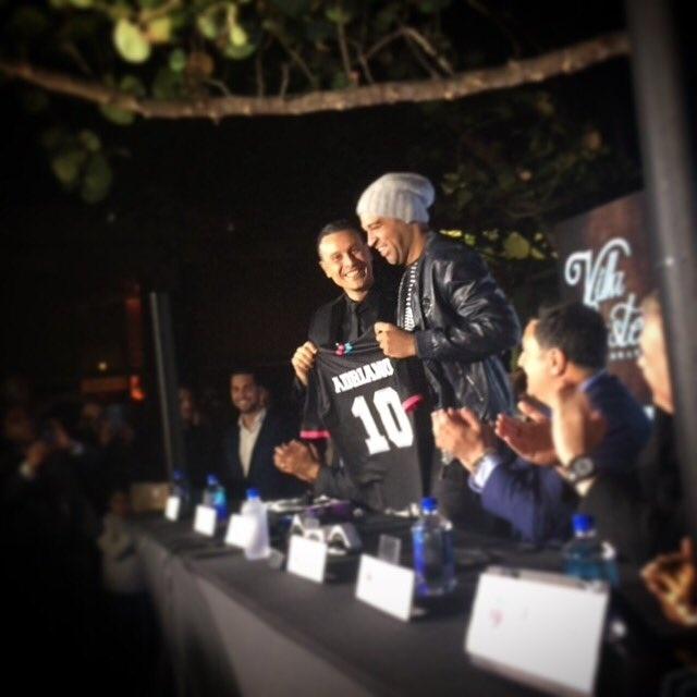 Adriano é apresentado no Miami United