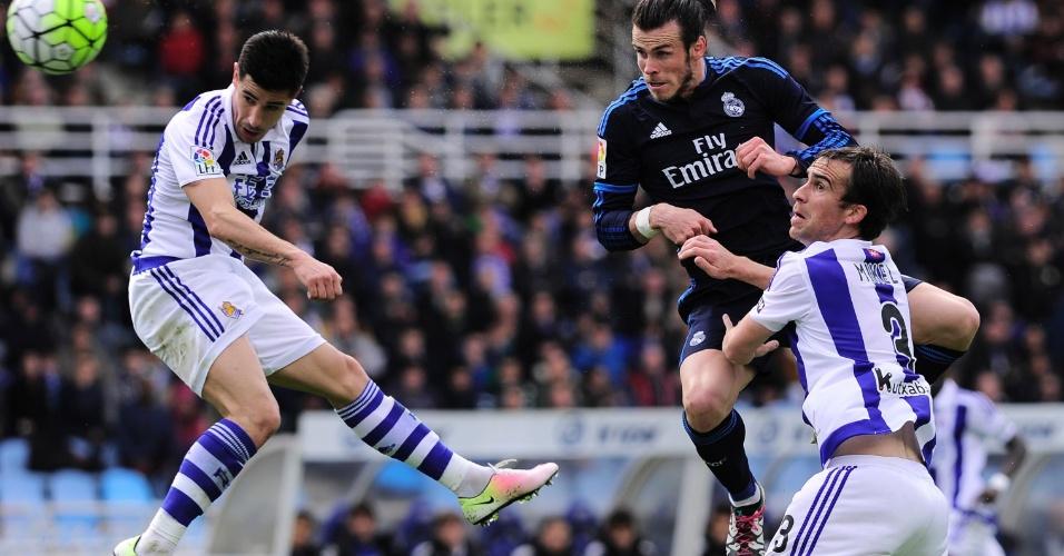 Gareth Bale sobe para cabecear em partida contra a Real Sociedad
