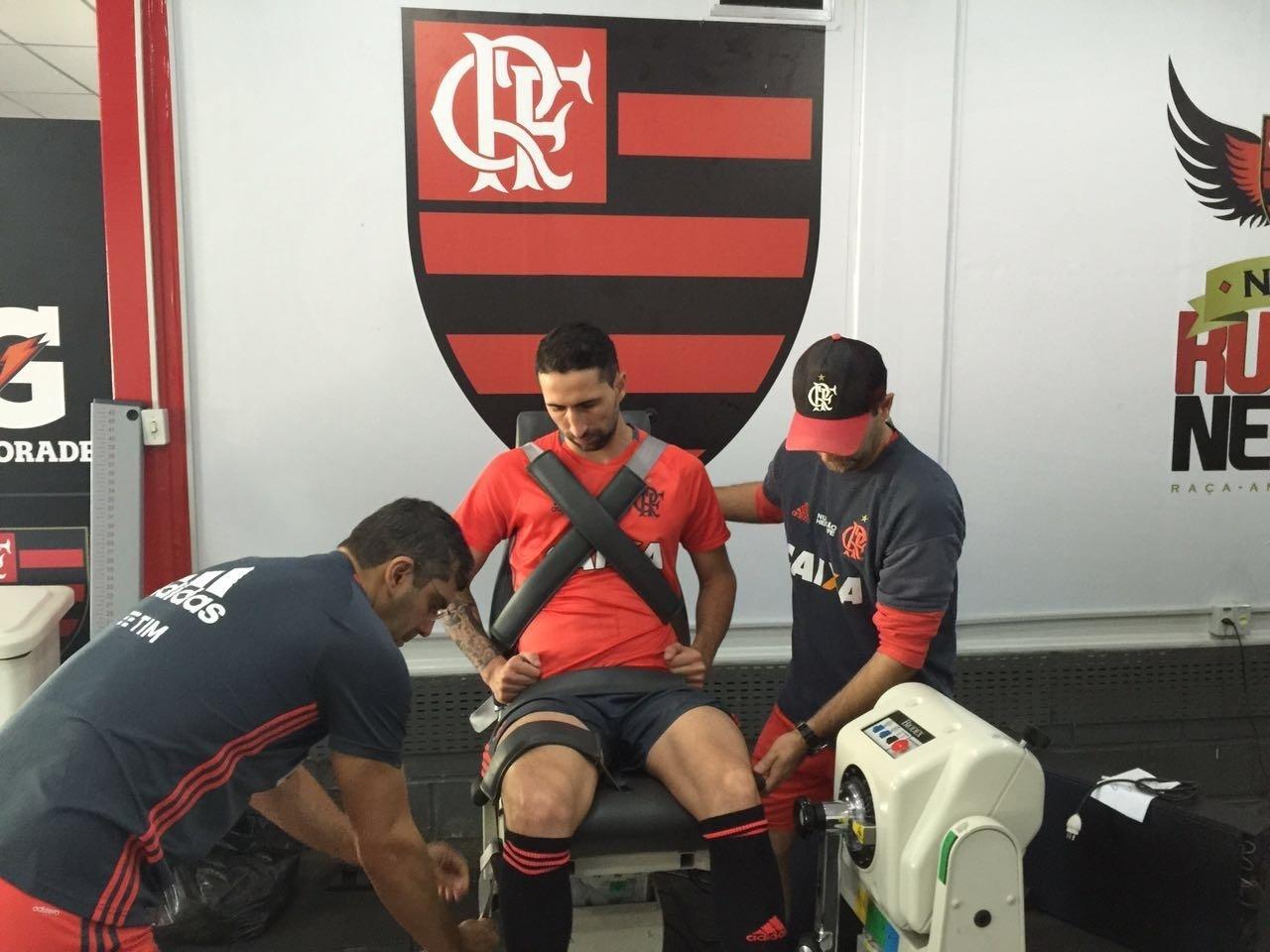 O zagueiro argentino Alejandro Donatti já treina no CT Ninho do Urubu