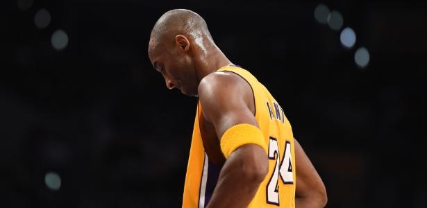 Kobe Bryant lamenta má atuação dos Lakers; craque fala em parar no fim do ano
