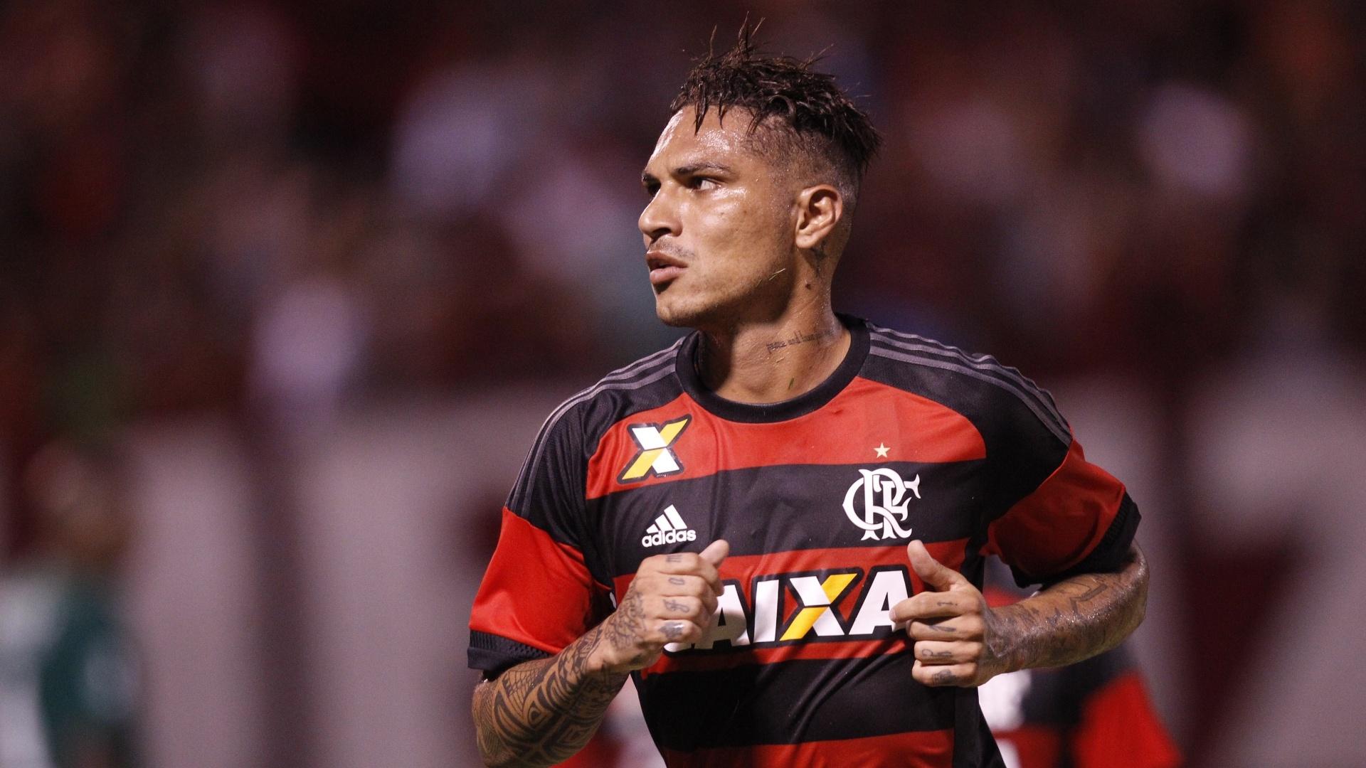 Paolo Guerrero comemora o belo gol marcado no empate entre Flamengo e Boavista