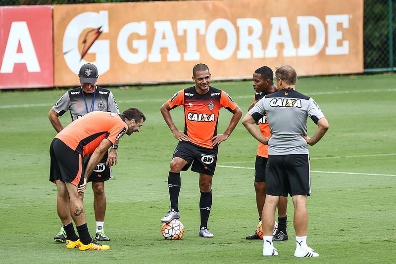Clayton revelou que está bem adaptado ao Atlético-MG e quer estrear logo