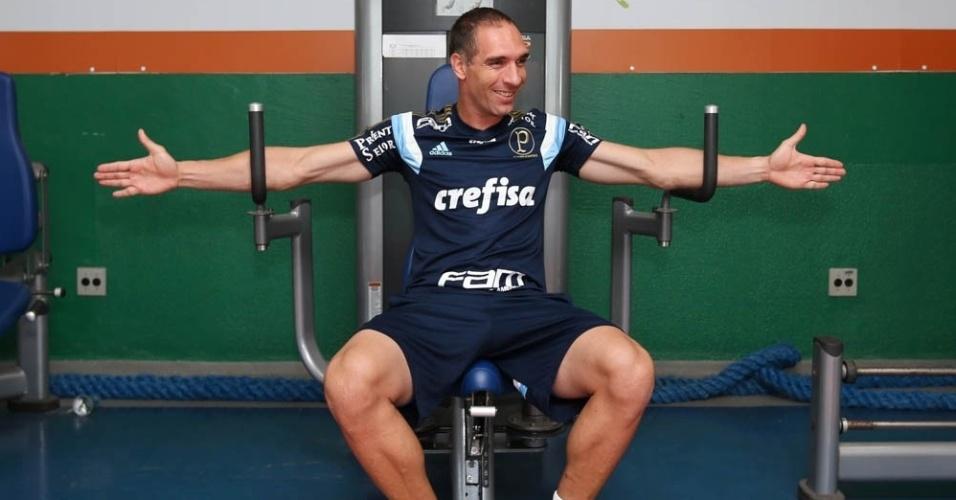 Fernando Prass se exercita no primeiro dia da pré-temporada do Palmeiras