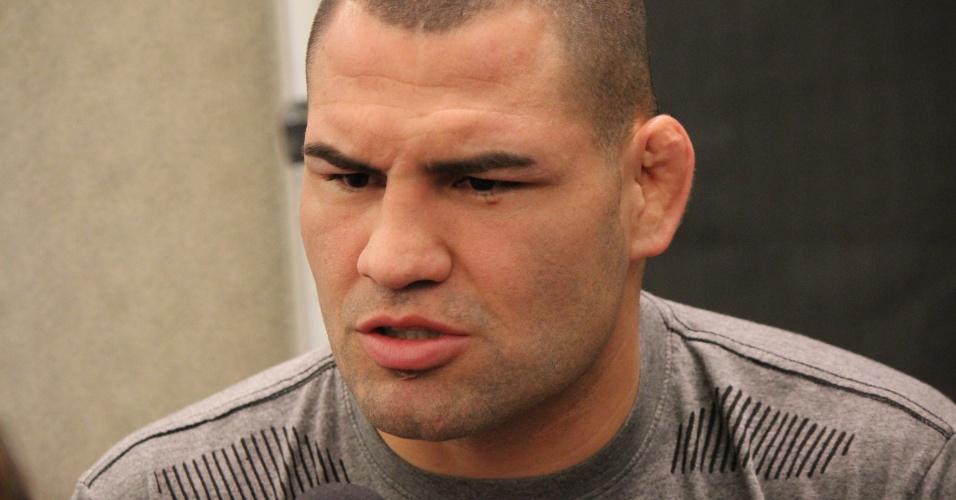 Cain Velasquez dá entrevista antes do UFC 160
