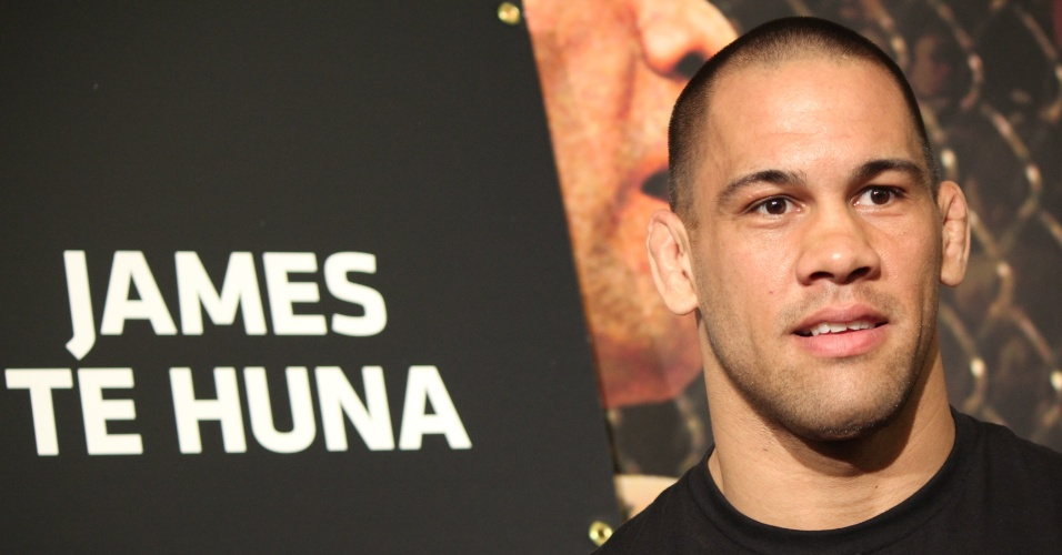 James Te Huna dá entrevista antes do UFC 160