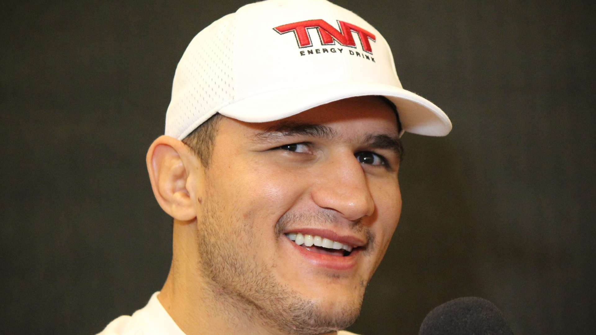 Junior Cigano dos Santos dá entrevista antes do UFC 160