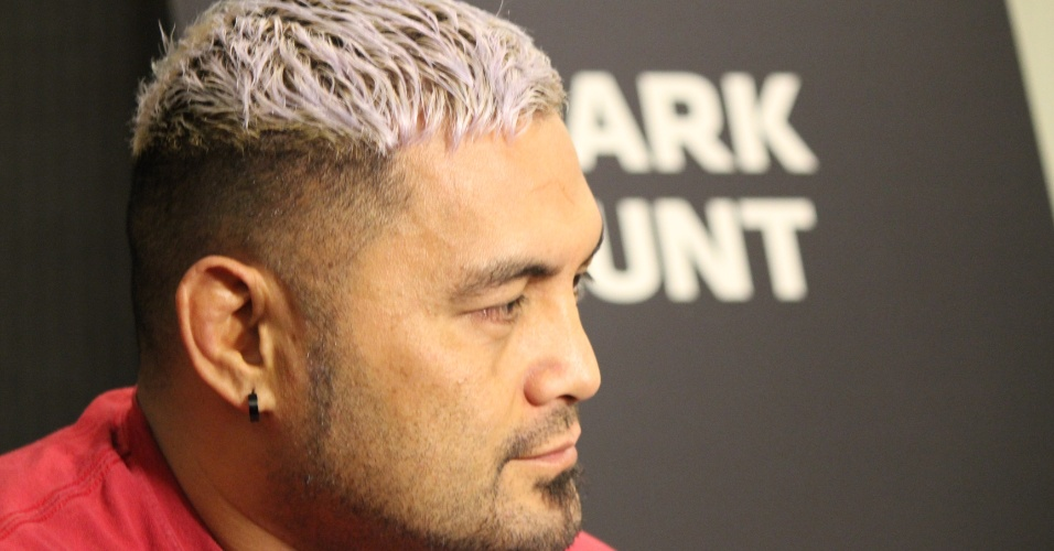 Mark Hunt dá entrevista antes do UFC 160