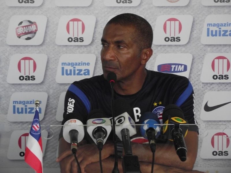 O técnico Cristovão Borges concede entrevista após o treino do Bahia
