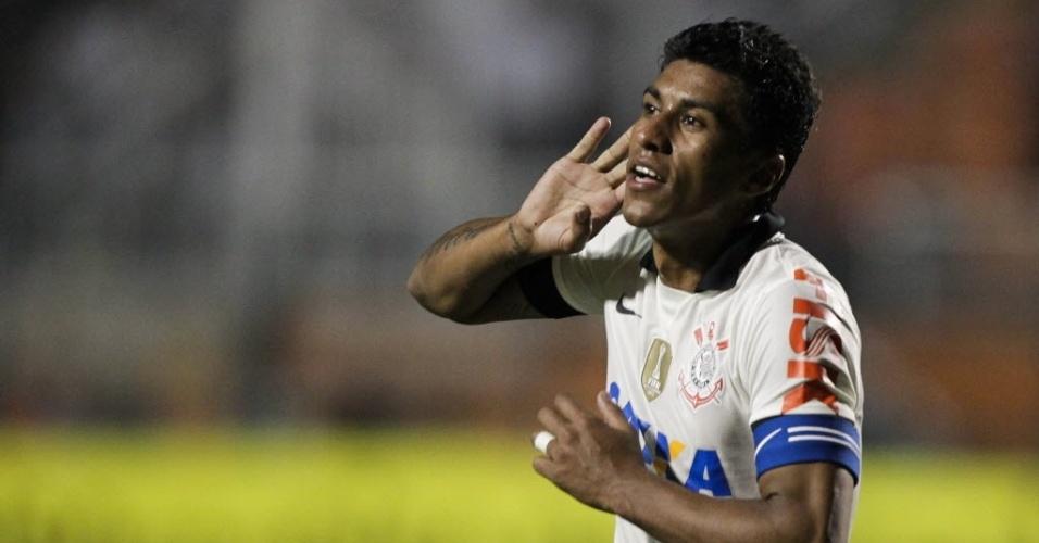 25.mai.2013 - Paulinho comemora gol de empate do Corinthians contra o Botafogo, no Pacaembu