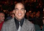 Tito Ortiz aconselha Conor McGregor a se 'render' ao UFC