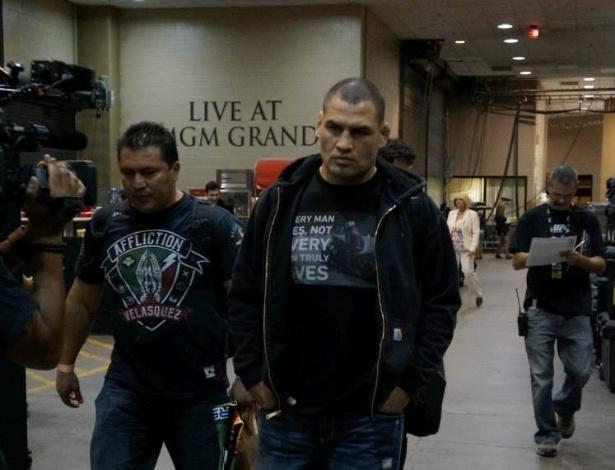 25.mai.2013 - Cain Velasquez chega ao MGM para defender o cinturão dos pesados no UFC 160