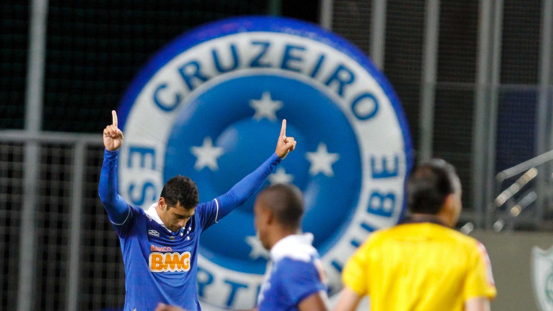 26/05/2013 - Diego Souza comemora primeiro gol do Cruzeiro no Campeonato Brasileiro